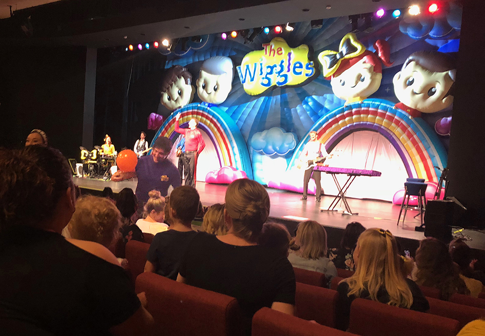 Purple Wiggle Lachy recieves his special gift from Jordan and Hannah Gatt at the Wiggles Moncrieff show
