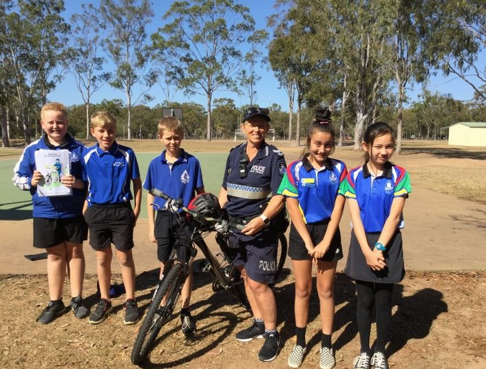 Senior Constable McNish chats to the Norville State School students about bicycle safety