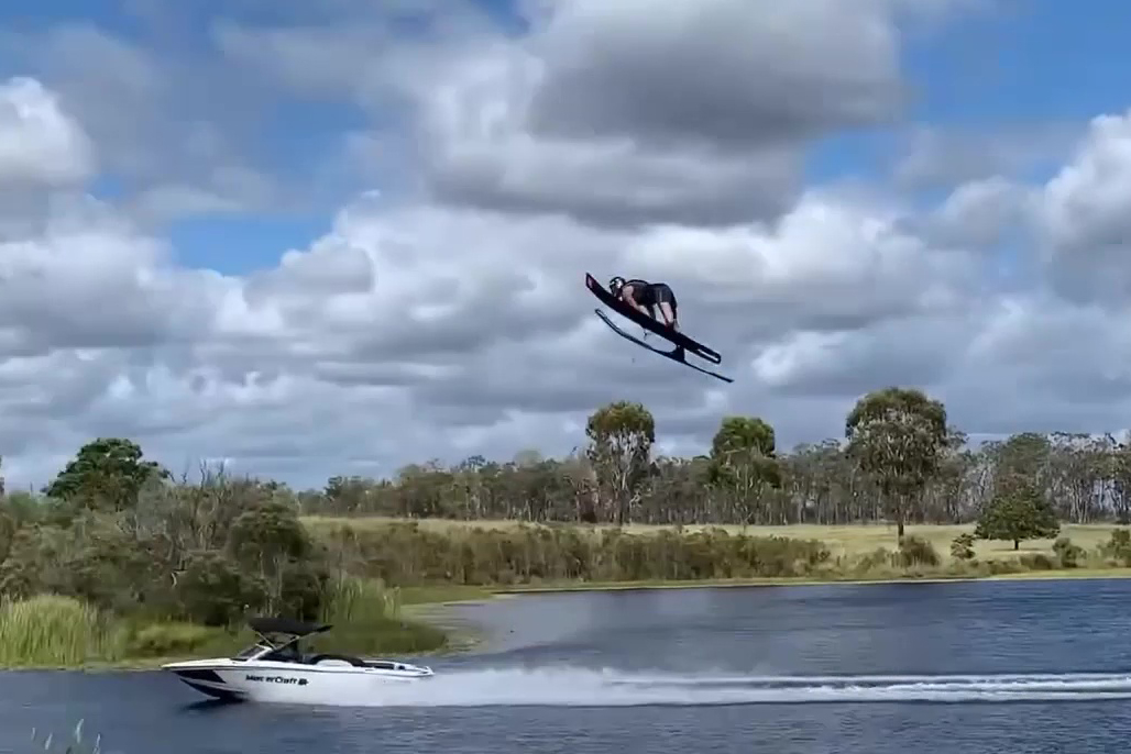 waterskiing Isis records ski