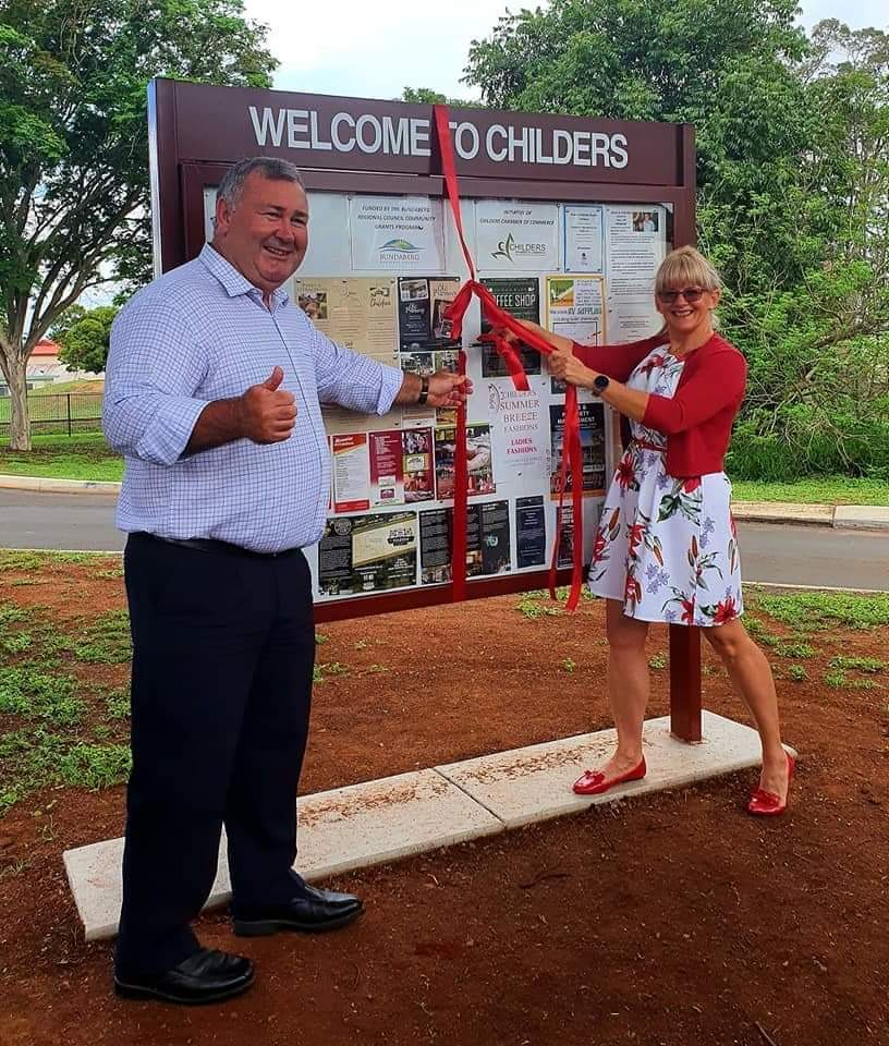 Mayor Jack Dempsey and Childers Chamber President Teena Mammino unveil the Childers traders sign