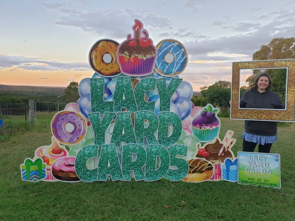 Lacy Yard Cards